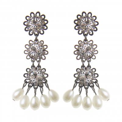 Orecchini a tre fiori e perle Vintage